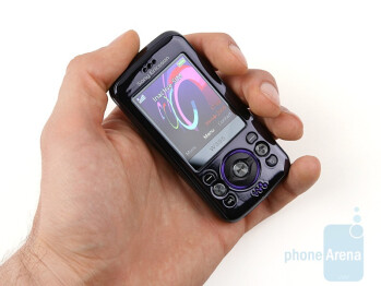 Sony Ericsson W395 is a cute looking phone - Sony Ericsson W395 Review