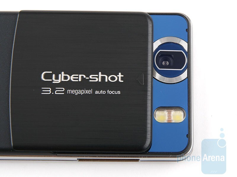 We really like the back cover of Sony Ericsson C510 - Sony Ericsson C510 Review