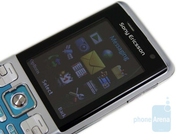 The display of the Sony Ericsson C702 is not usable outdoors - Sony Ericsson C702 Review