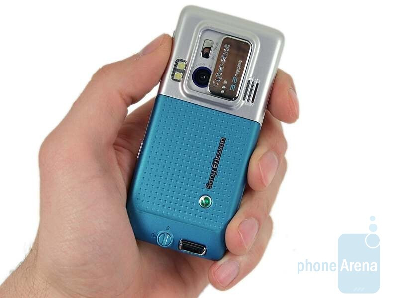 The Sony Ericsson C702 has a tough body, half of which is covered in rubber-like material - Sony Ericsson C702 Review