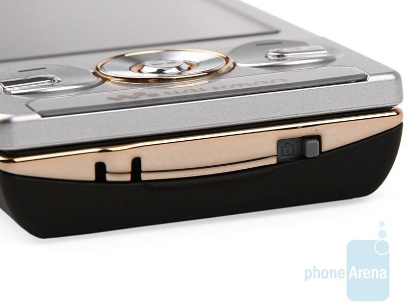 Bottom - Sony Ericsson W705 Review