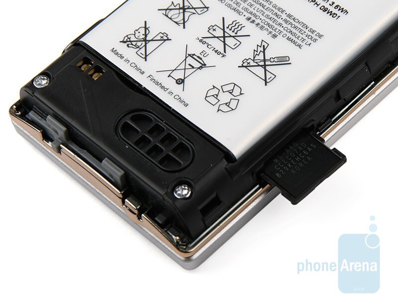 The memory card slot in the Sony Ericsson W705 - Sony Ericsson W705 Review