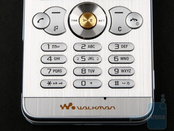 The keypad of the Sony Ericsson W302 - Sony Ericsson W302 Review