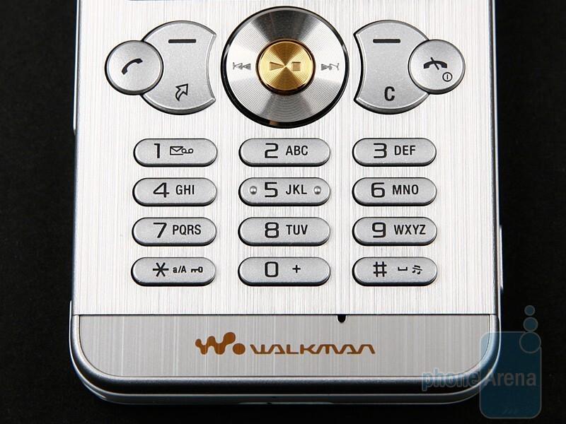 The keypad of the Sony Ericsson W302 - Sony Ericsson W302 Review