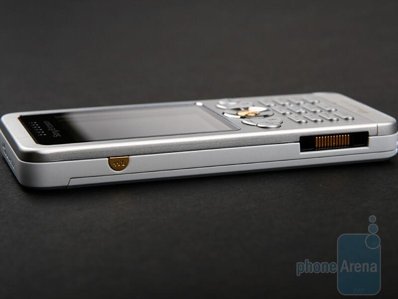 Left - Sony Ericsson W302 Review