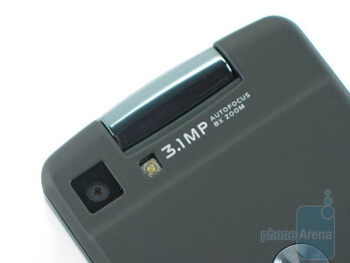 The gigantic keypad and the minimalistic back of the Motorola Stature i9 - Motorola Stature i9 Review
