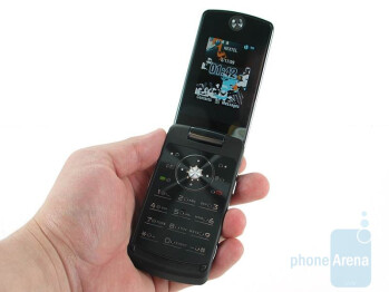 The Motorola Stature i9 is really big - Motorola Stature i9 Review