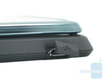 Both sides of the Motorola Stature i9 are rather busy - Motorola Stature i9 Review