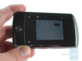 The Motorola Stature i9 got two large displays - Motorola Stature i9 Review