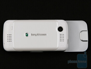 The back side of the Sony Ericsson F305 - Sony Ericsson F305 Review