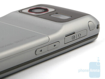 The hump on the back ofthe LG KC780 - LG KC780 Review