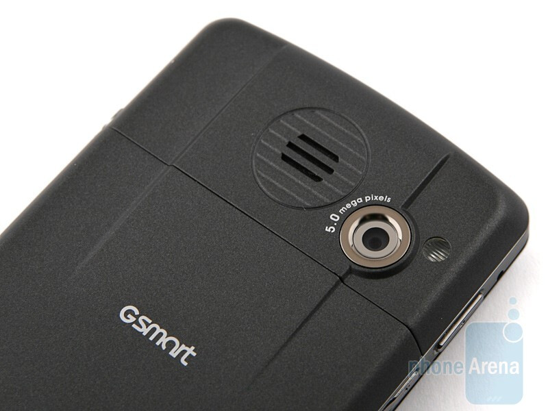 The 5-megapixel camera on the back of theGIGA-BYTE GSmart MS820 - GIGA-BYTE GSmart MS820 Review