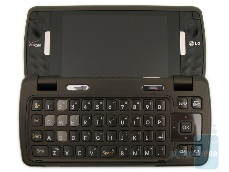 LG enV Touch VX1100 has a QWERTY keyboard and typing messages with it is slightly quicker than the one of the Voyager - LG enV Touch VX11000 Review