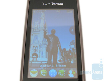 LG enV Touch VX11000 has a light sensor for the external touchscreen display