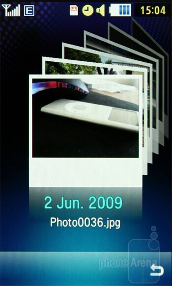 The cube in the Samsung Jet S8000 is really three dimensional - Samsung Jet S8000 Preview
