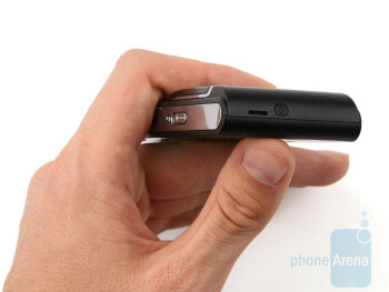 Sony Ericsson Satio feels light in your hand - Sony Ericsson Satio Preview