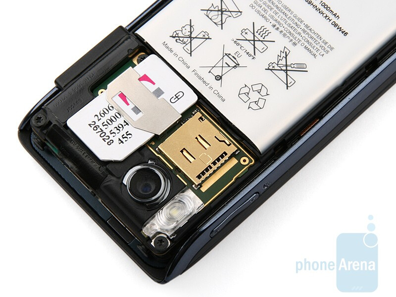 Sony Ericsson Aino has a microSD card slot instead of an M2 one - Sony Ericsson Aino Preview