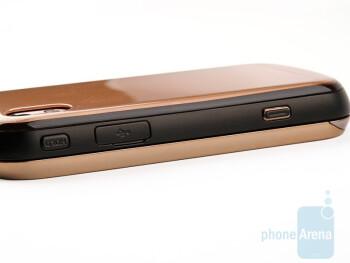 Right - Samsung Giorgio Armani B7620 Preview