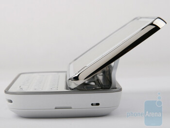 The QWERTY keyboard of the Nokia N97 is not as good as the one in HTC Touch Pro2 - Nokia N97 Review