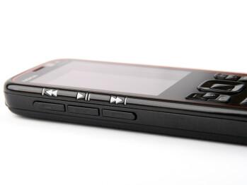 Left - Nokia 5630 XpressMusic Review