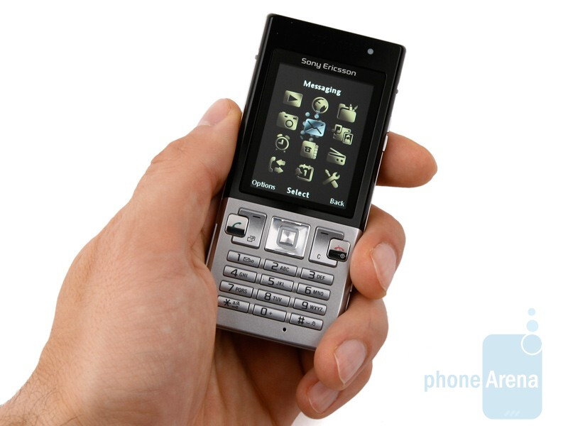The Sony Ericsson T700 is only 10 mm thin - Sony Ericsson T700 Review
