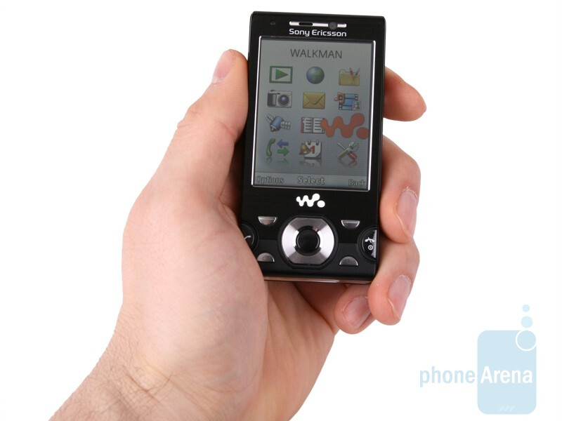 The display looks pleasing with its 2.6 inches. - Sony Ericsson W995 Review