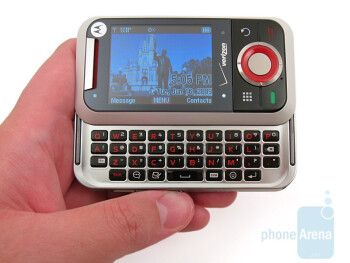 The Motorola Rival A455 doesn't feels as durable or solid as the enV3 - Motorola Rival A455 Review