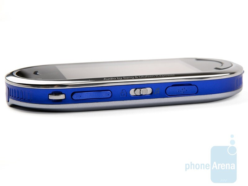Left side - Samsung BEAT DJ M7600 Review