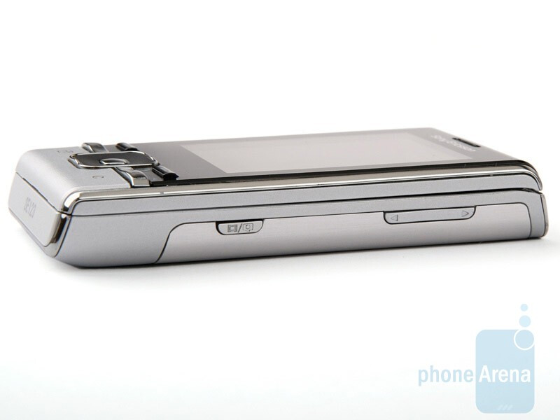 Right side - Sony Ericsson T715 Preview