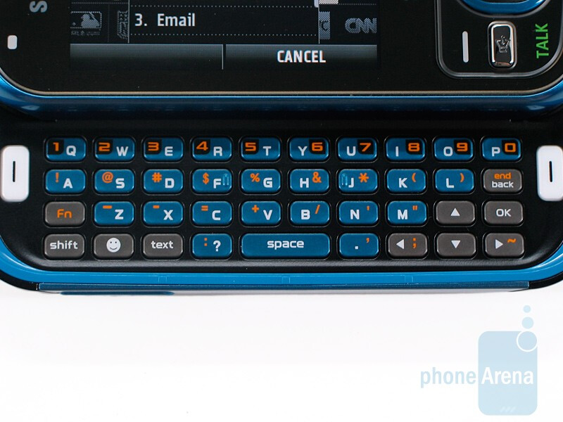 The dialpad and QWERTY keyboard of Samsung Exclaim SPH-M550 - Samsung Exclaim SPH-M550 Review