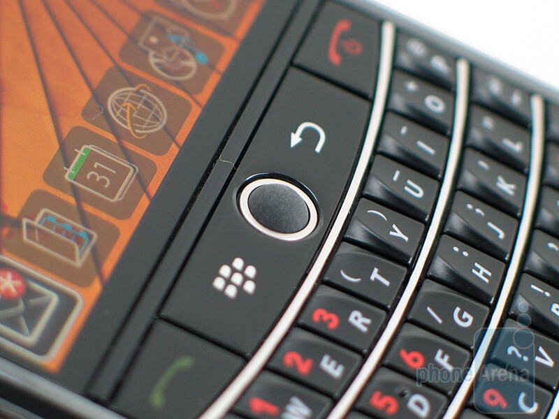 The QWERTY keyboard of RIM BlackBerry Tour 9630 is near perfect - RIM BlackBerry Tour 9630 Review