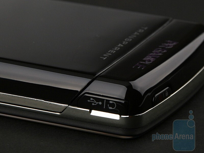 microUSB port - LG Crystal GD900 Review