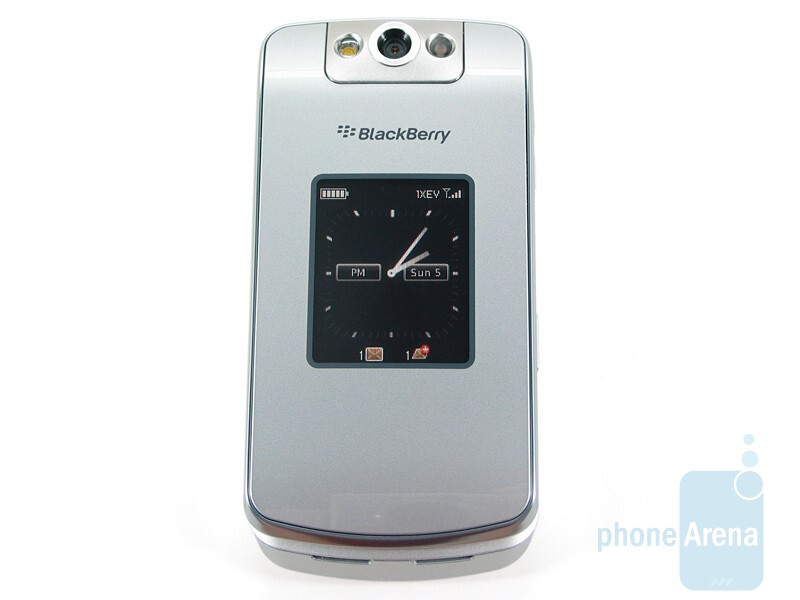The displays of RIM BlackBerry Pearl Flip 8230 - RIM BlackBerry Pearl Flip 8230 Review