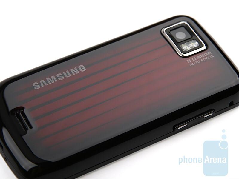 The back side of Samsung Jet S8000 - Samsung Jet S8000 Review