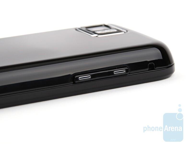 Left side - Samsung Jet S8000 Review