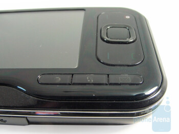 Navigational pad and face buttons of the Nokia 6790 Surge - Nokia 6790 Surge Review