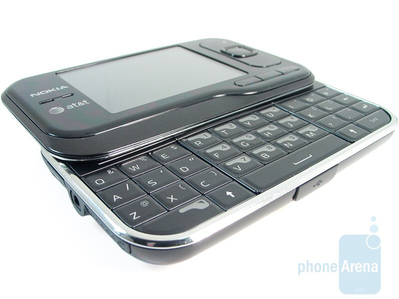 The QWERTY keyboard - Nokia 6790 Surge Review