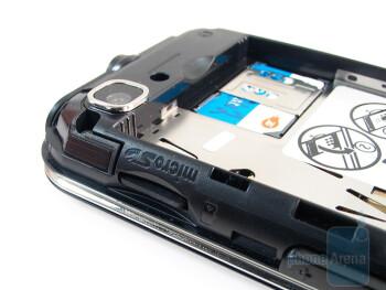 Battery, SIM card and microSD slots - Nokia 6790 Surge Review