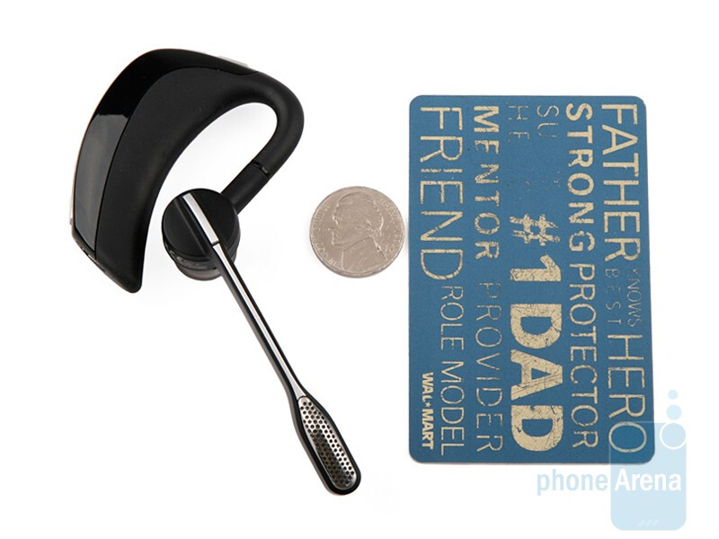 Come to overall shape, we´ve seen more compact headsets than the Plantronics Voyager PRO - Plantronics Voyager PRO Review