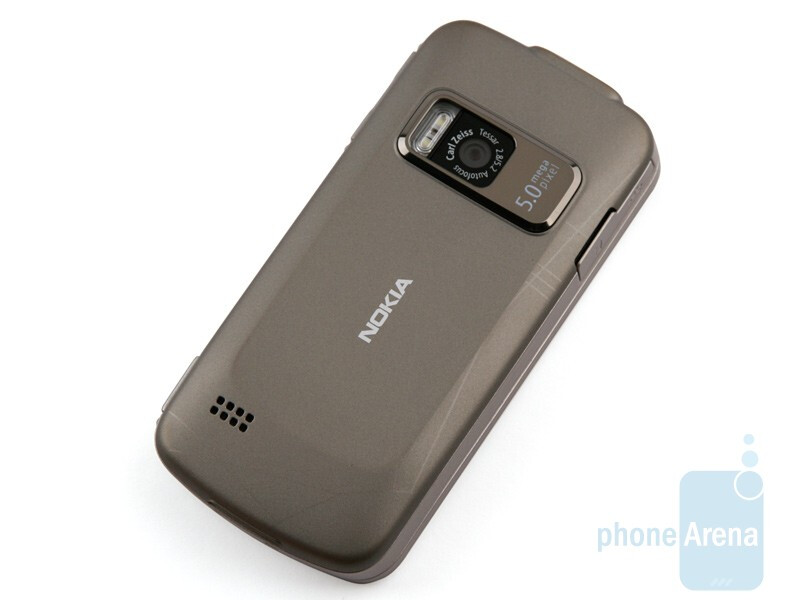 The massive, solid feel is one of the things we like best about the Nokia Navigator series - Nokia 6710 Navigator Review