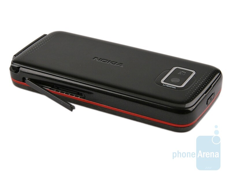 Right side - Nokia 5530 XpressMusic Review