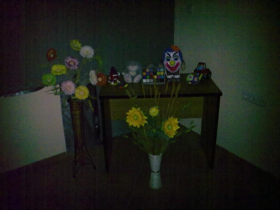 Darkness - Indoor photos - Nokia 5530 XpressMusic Review