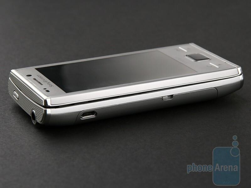 Left - Sony Ericsson XPERIA X2 Preview