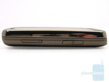Left - The buttons along the sides of the Samsung Rogue U960 - Samsung Rogue U960 Review
