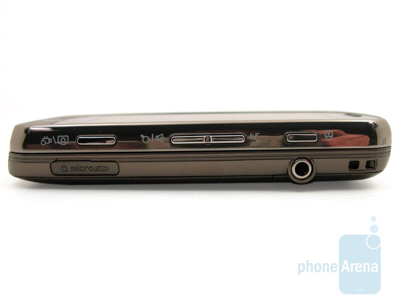 Right - The buttons along the sides of the Samsung Rogue U960 - Samsung Rogue U960 Review