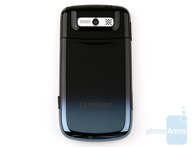 The body has smoothly gradating colors - Samsung OmniaPRO B7330 Preview