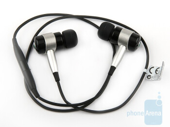 For a headset such as this, the Sony Ericsson HBH-IS800 is somewhat big - Sony Ericsson HBH-IS800 Review