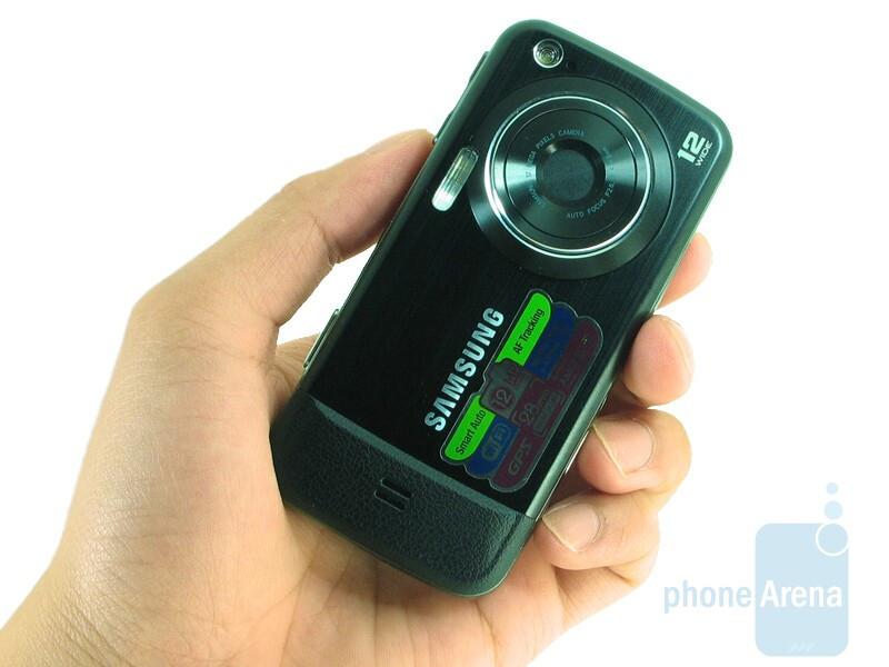 The Samsung Pixon12 M8910 is a tiny bit slimmer than its predecessor - Samsung Pixon12 M8910 Review