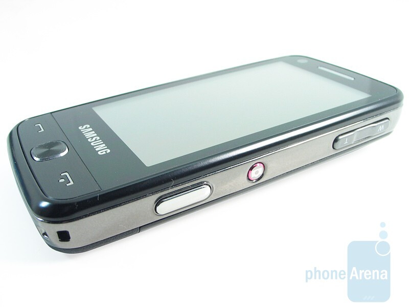The right hand side of the Samsung Pixon12 M8910 - Samsung Pixon12 M8910 Review