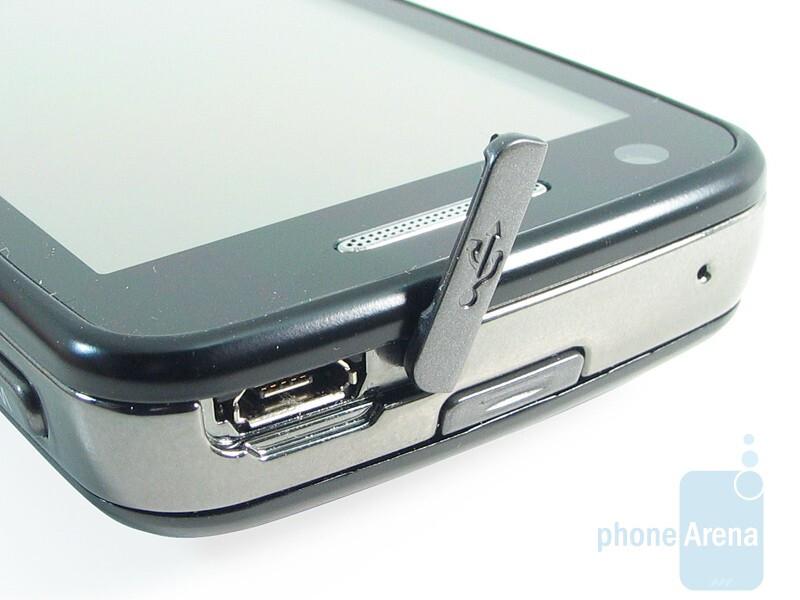 USB port - Samsung Pixon12 M8910 Review